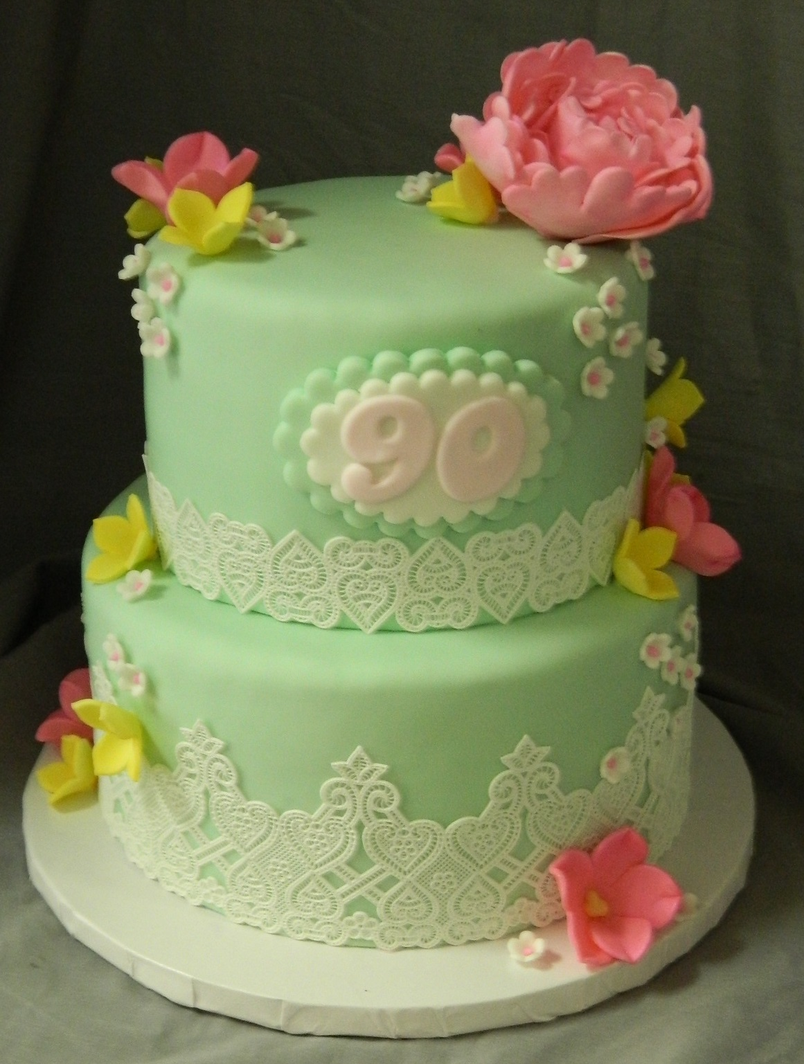 Flowers & Lace themed custom cake