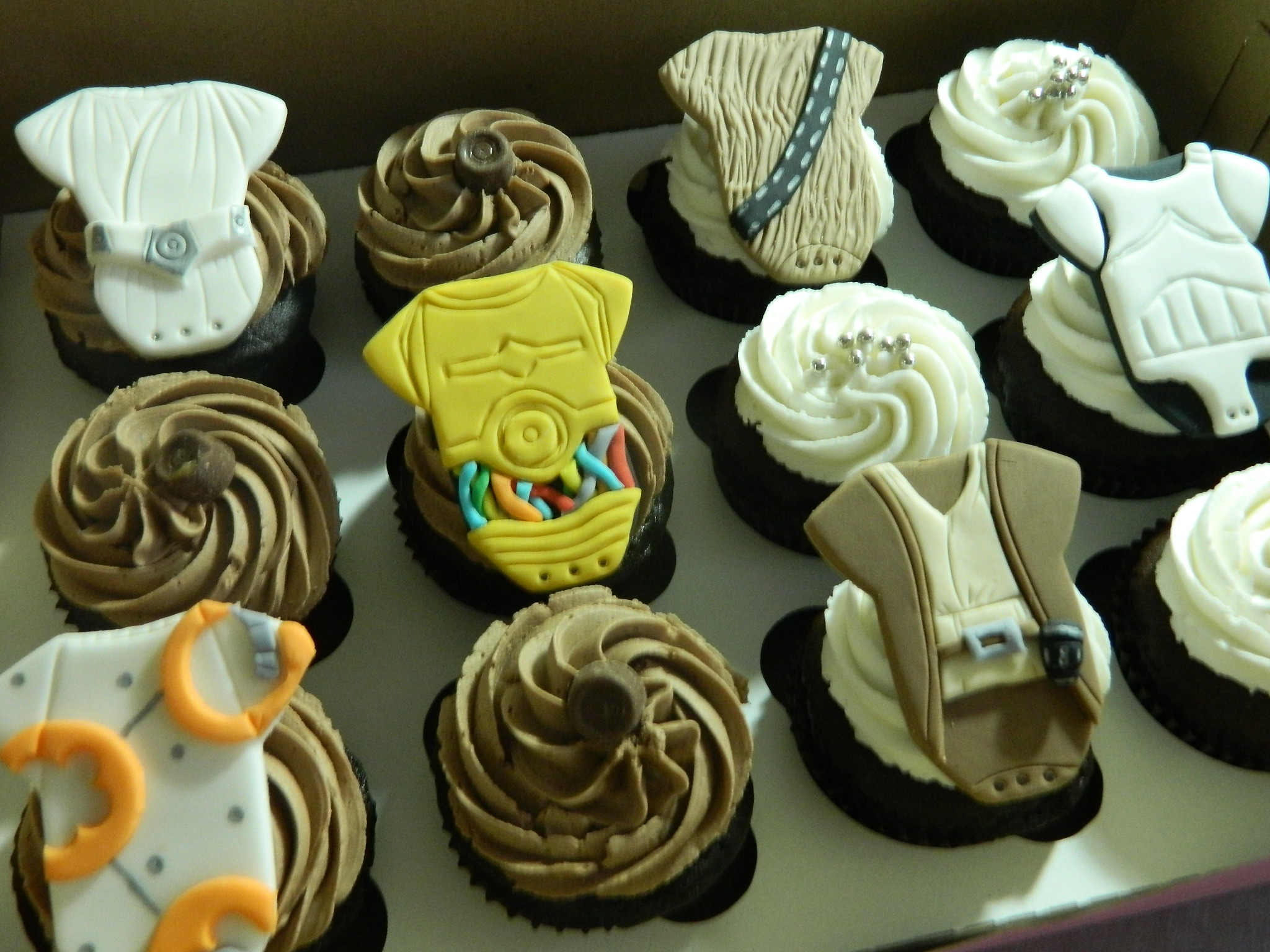 Star Wars themed baby shower custom cupcakes