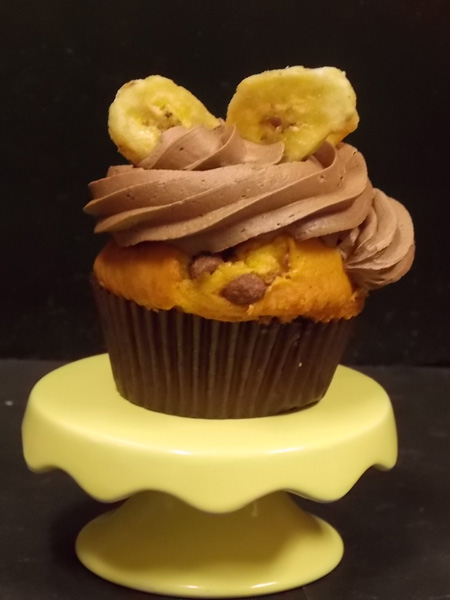 Banana & chocolate chunk cupcake topped with milk chocolate buttercream and a couple of candied banana chips
